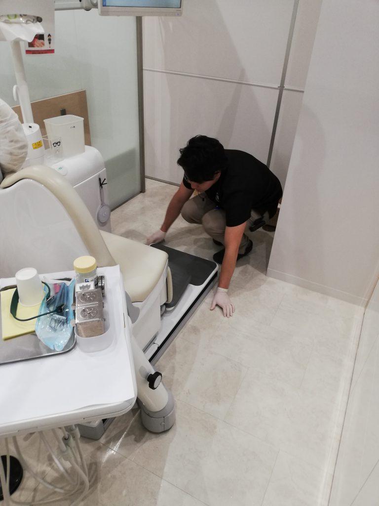 スタッフ全員での朝掃除